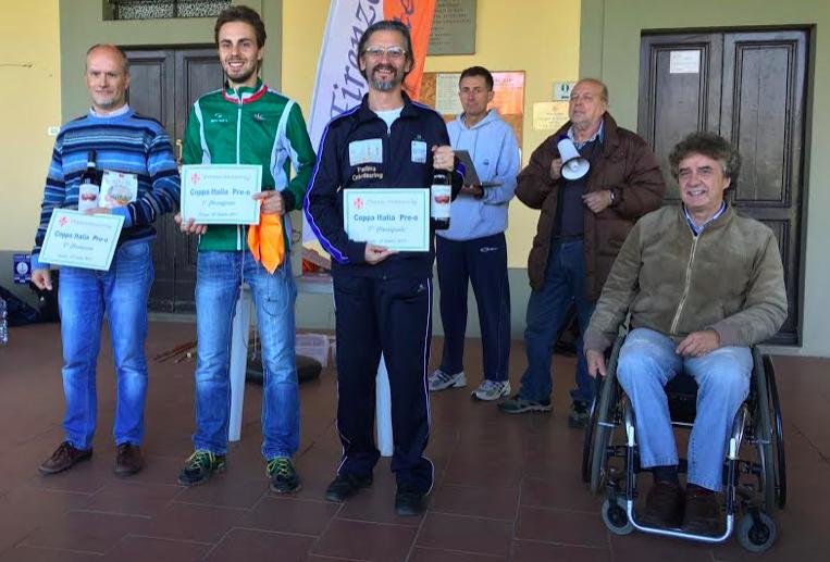 Il podio Elite. Da sinistra Cereser, Cera e Vargiolu. Premia Massimo Porciani